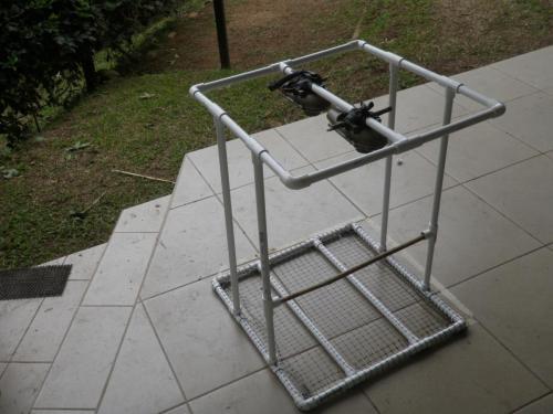 Jaula con cámaras para observar el tiempo de defecación de frutos de Heliconia tortuosa consumidos por yigüirros